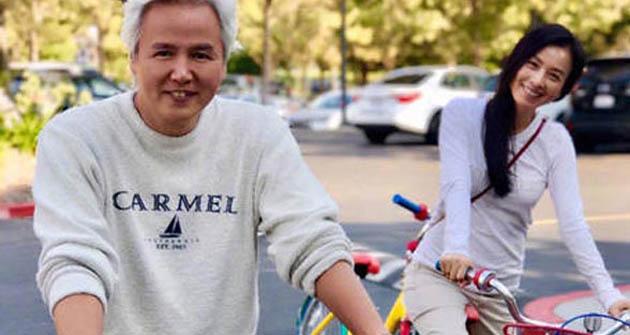 张庭微博晒与老公同框照 被网友赞是嫁给幸福的样子